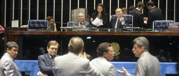 Senadores discutem projeto da minirreforma eleitoral em plenário (Foto: Moreira Mariz/Ag.Senado)