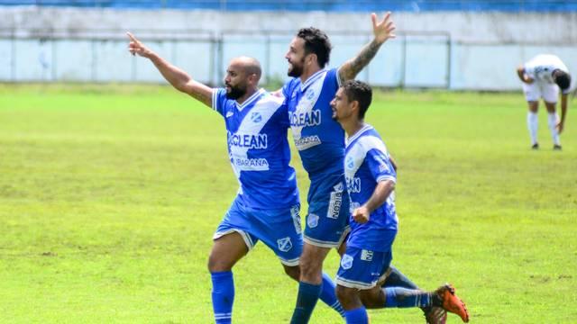 Caio Mancha faz três gols sobre o Nacional