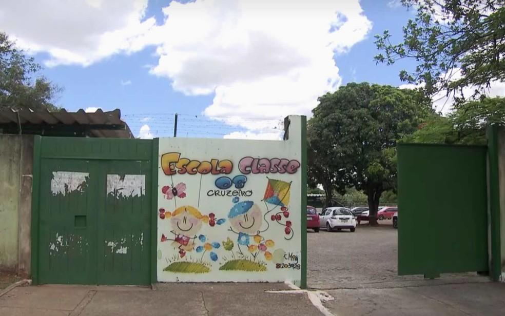 Fachada da Escola Classe 8 do Cruzeiro, no Distrito Federal (Foto: TV Globo/Reprodução)