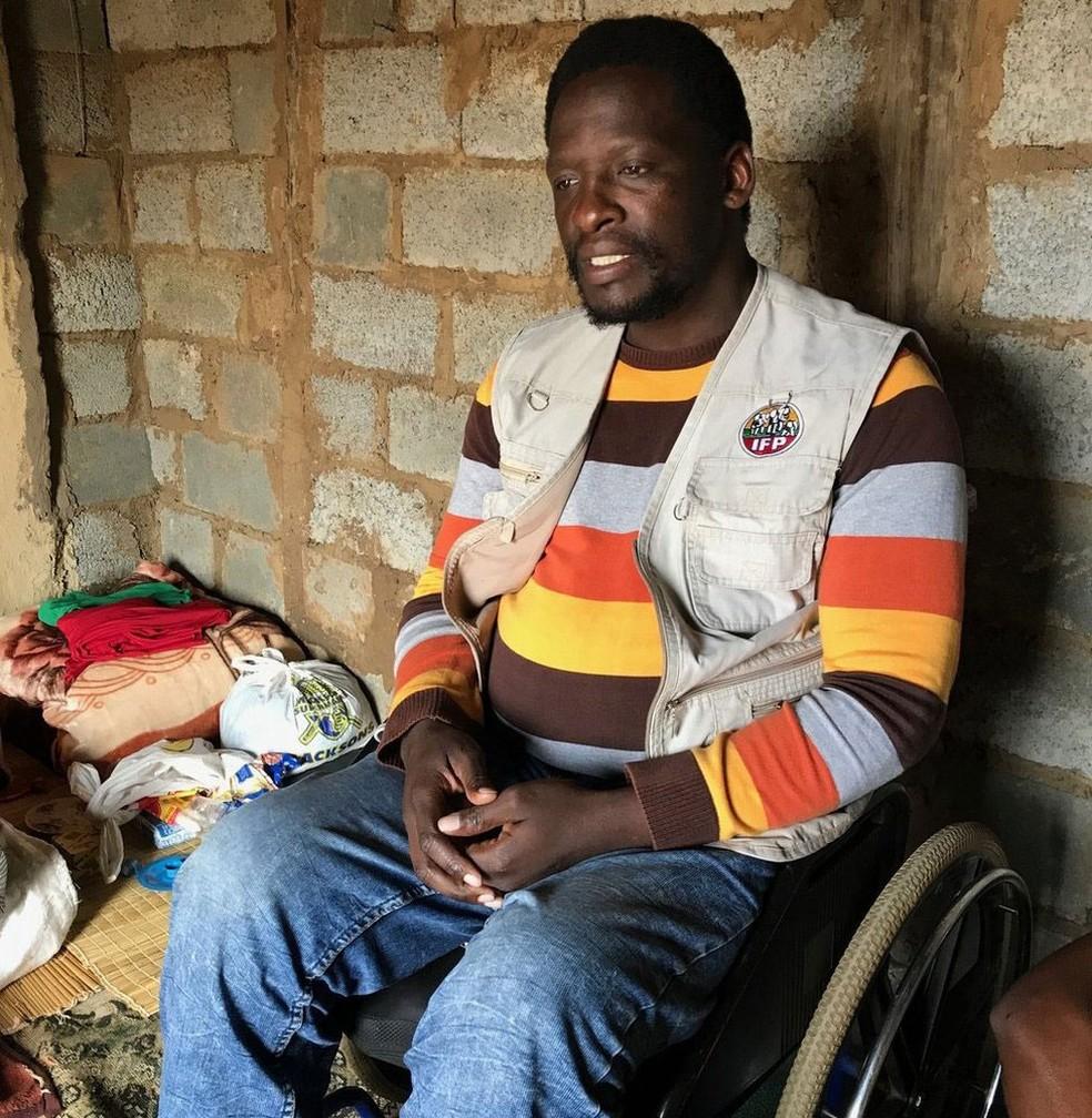 Majola diz que alguns moradores do vilarejo comeram carne humana voluntariamente (Foto: BBC)
