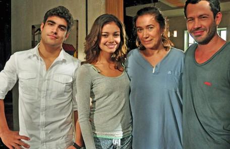 Depois que o marido, Pereirinha (José Mayer), sumiu no mar, Griselda ficou sozinha com os filhos, Antenor (Caio Castro), Quinzé (Malvino Salvador) e Amália (Sophie Charlotte). Ela, então, começou a trabalhar como faz-tudo e ganhou o apelido de Pereirão TV Globo