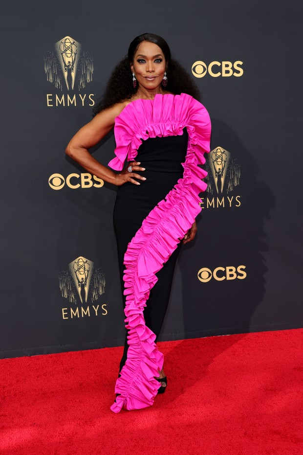 LOS ANGELES, CALIFORNIA - SEPTEMBER 19: Angela Bassett attends the 73rd Primetime Emmy Awards at L.A. LIVE on September 19, 2021 in Los Angeles, California. (Photo by Rich Fury/Getty Images) (Foto: Getty Images)