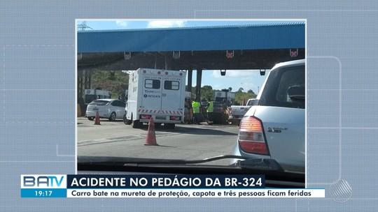 Carro bate em proteção de pedágio, capota e deixa três pessoas feridas na BR-324; bebê de 3 meses é uma das vítimas