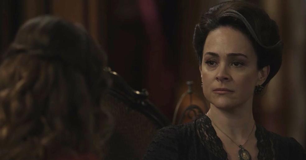 Julieta conversa com Elisabeta sobre o passado  (Foto: TV Globo)