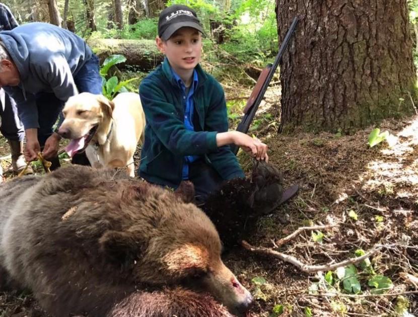 Elliot e o urso abatido