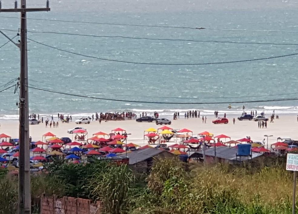 Dois adolescentes se afogaram na Praia do Araçagy, na tarde deste domingo (12) (Foto: Shirley Freire)