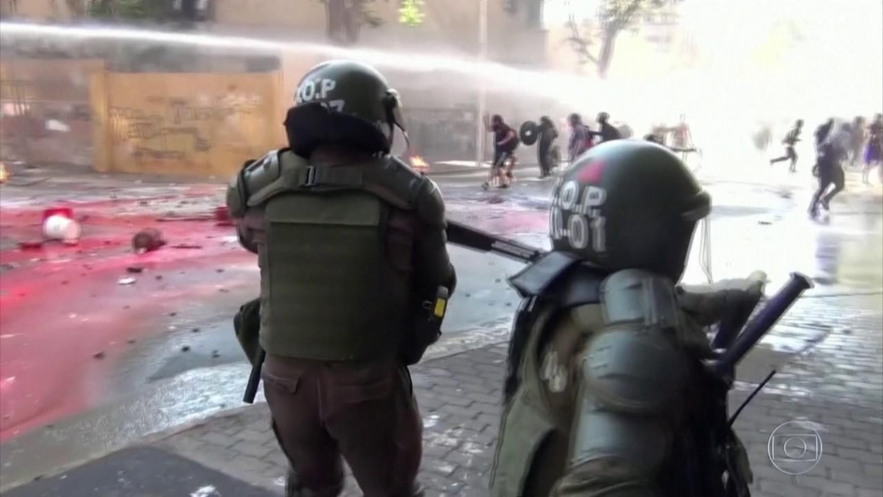 Manifestação no Chile termina em confronto e vandalismo