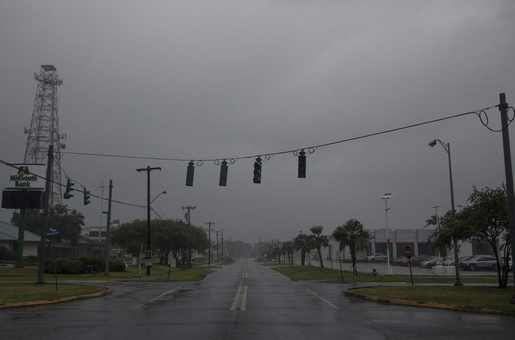 Mais de 60 pessoas são afetadas pela falta de energia em Louisiana por causa da tempestade tropical Barry que atinge a regiãio — Foto: Seth HERALD / AFP