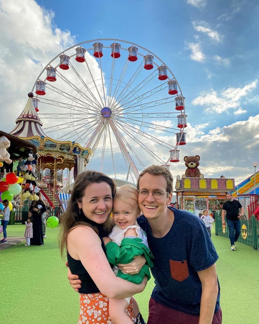 Morgana, Alice e o marido Luiz Schiller — Foto: Reprodução/Instagram