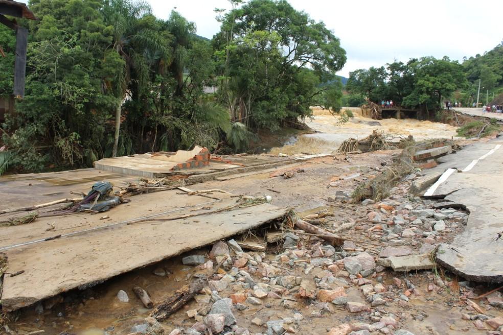 Cinco casas foram totalmente destruídas e arrastadas pela força de enxurrada em Rio do Sul — Foto: Mario Daud/Prefeitura de Rio do Sul