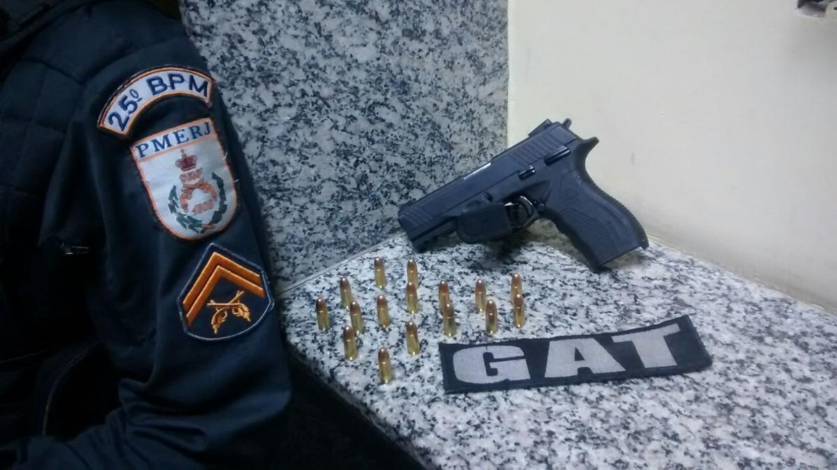 Homem é detido com pistola no bairro Maria Joaquina, em Cabo Frio, no RJ