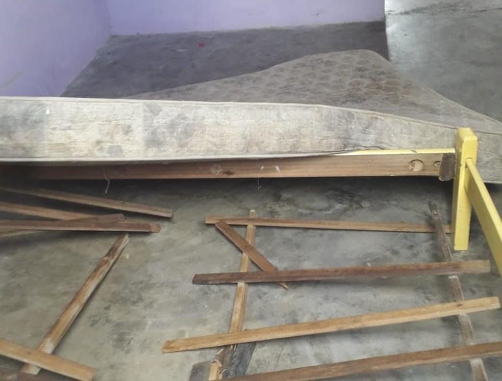 Familiares de Anderson encontraram móveis da casa destruído no dia em que ele desapareceu — Foto: Arquivo pessoal