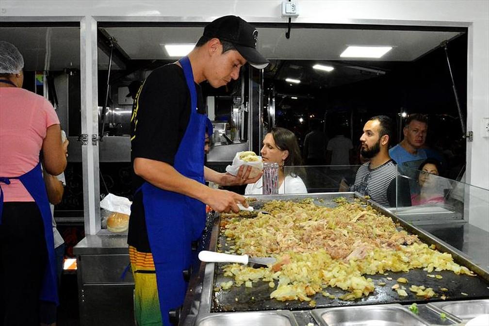 Dez comerciantes venderão pratos prontos no local — Foto: Levy Ferreira/SMCS