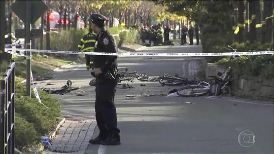 Veículo invade ciclovia em NY e mata 8; prefeito diz que foi ato terrorista