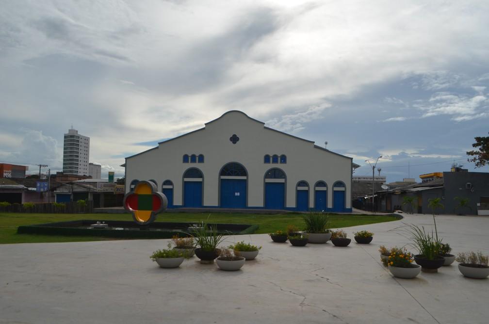 MACAPÁ - Mercado Central fechado e ruas vazias nesta terça-feira (24) em Macapá — Foto: Caio Coutinho/G1
