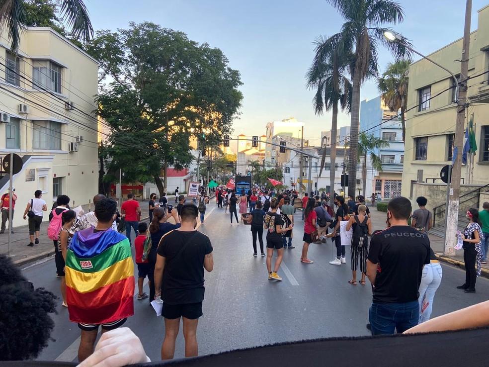 Protesto contra o governo Jair Bolsonaro em Cuiabá — Foto: Flávio Coelho/TV Centro América