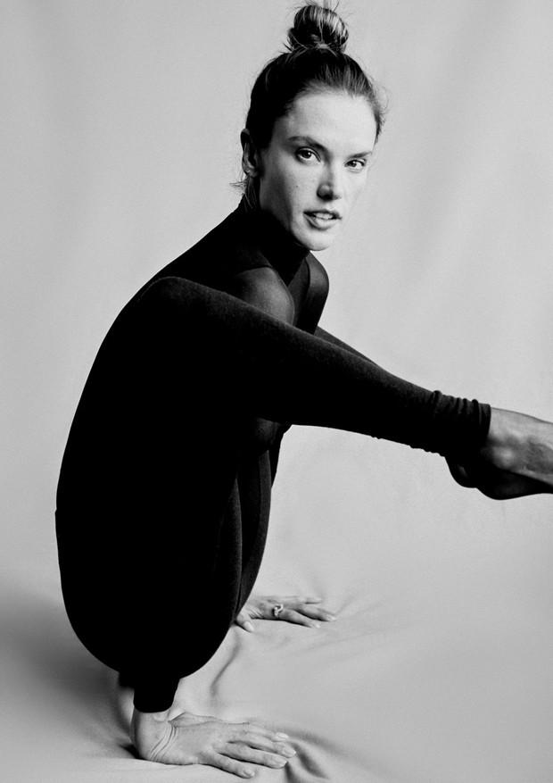Alessandra Ambrosio na edição de maio da Vogue Brasil  (Foto: Rafael Pavarotti)