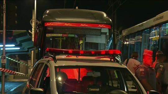 Assalto a ônibus termina com três mortos e quatro feridos em São Paulo
