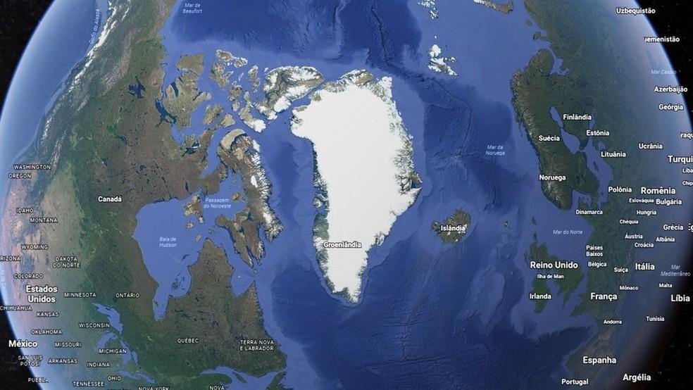 Se derretesse de uma vez e por completo, a Groenlândia aumentaria em mais de 6 metros o nível do mar no mundo, mas a água se distribui de formas diferentes (Foto: Google Earth)