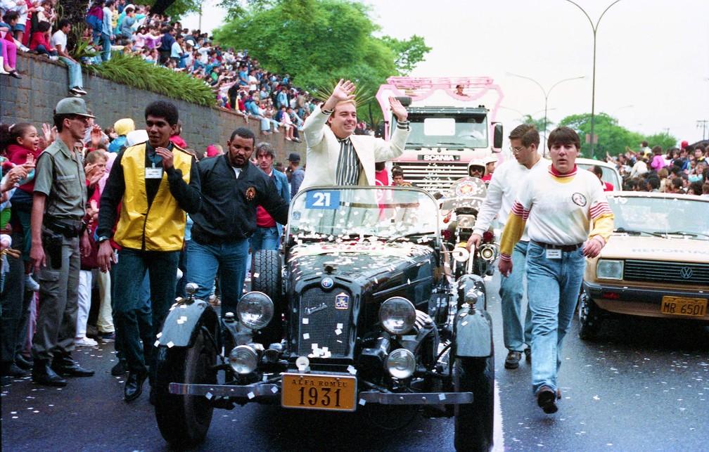 Gugu em parada de Dia das Crianças da então TVS em 1988 — Foto: João Batista da Silva/Acervo SBT