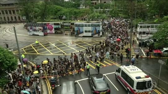 Protestos contra o governo e a China voltam a tomar ruas em Hong Kong