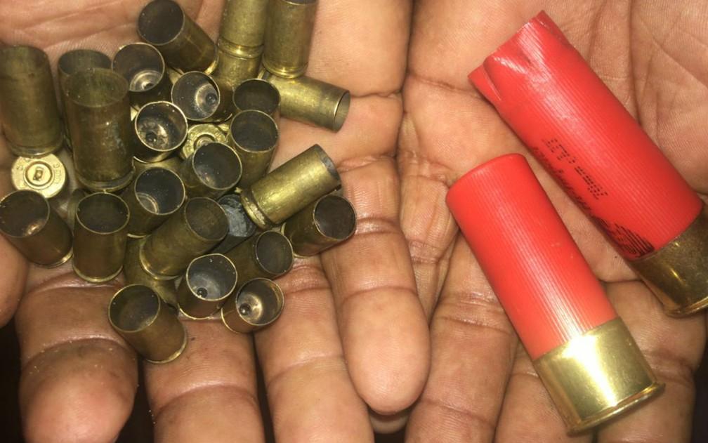Grupo atirou contra delegacia após explodir caixa eletrônico em Arataca, no sul da Bahia — Foto: Bahia 10