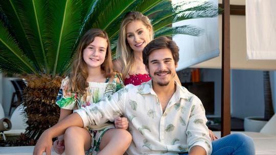 Mãe de Nicolas Prattes, Giselle, garante que o filho não tem mais ciúme dela: 'Não fica mais olhando para ver se mexem comigo'