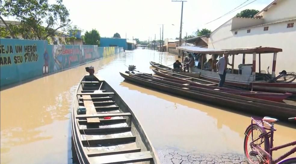 Famílias sofrem com cheia do rio Iaco, em Sena Madureira  — Foto: Reprodução/ Rede Amazônica Acre