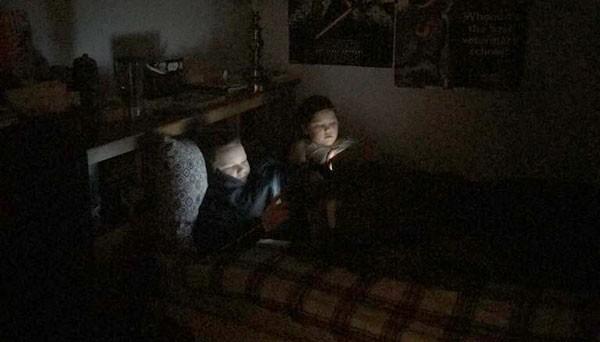 Na casa de Michelle: sexta à noite os aparelhos são liberados (Foto: Reprodução)