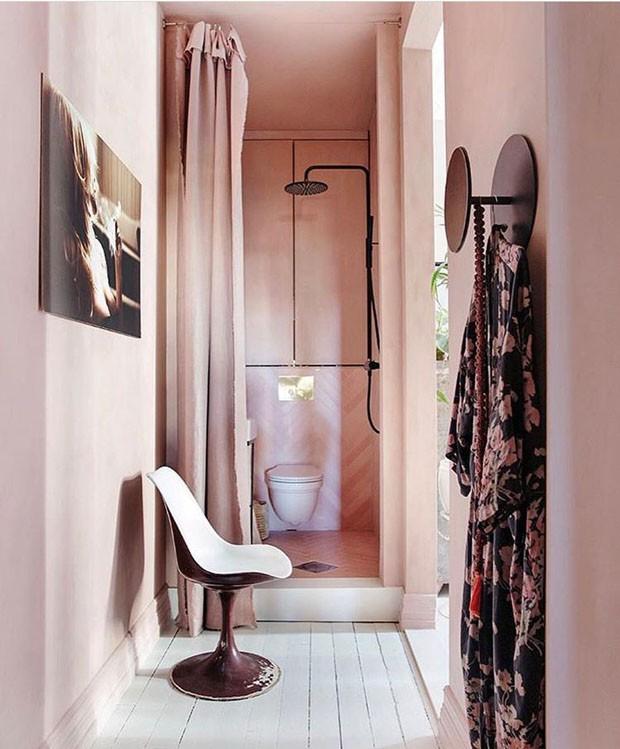 Décor do dia: banheiro rosa blush total (Foto: Yvonne Wilhelmsen)