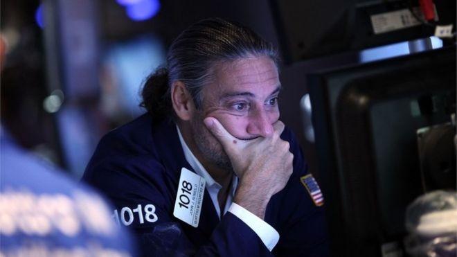 O índice de volatilidade CBOE - o chamado índice de medo - saltou 4,26 pontos, para 21,78 (Foto: Reuters, via BBC News Brasil)
