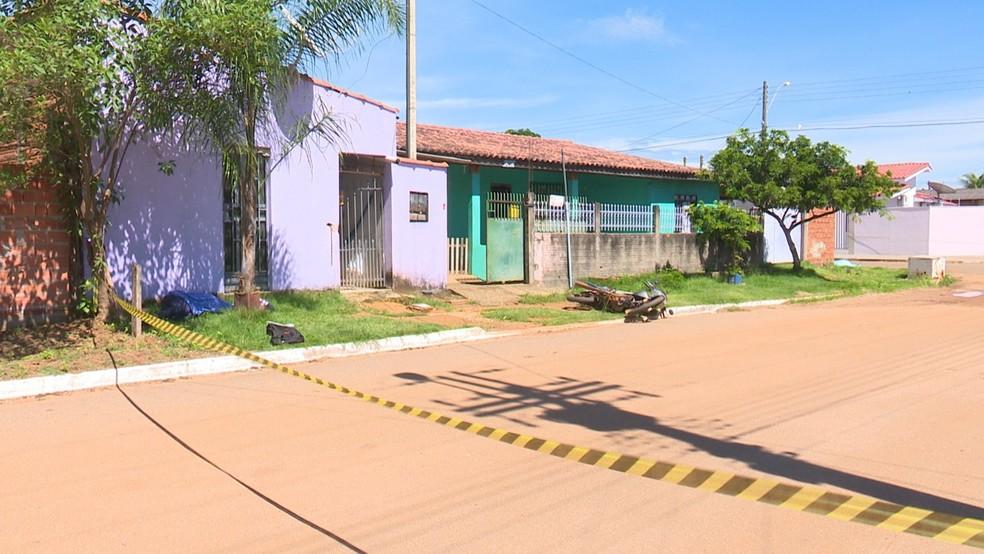 Suspeito esperou casal sair de casa para atirar — Foto: Jean Carlos/Rede Amazônica