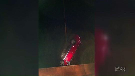 Três pessoas morrem depois de carro cair em rio, à beira da rodovia PR-459