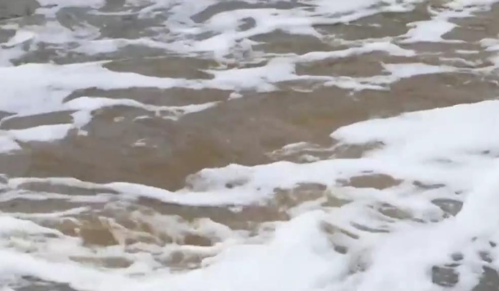 Barragem provoca poluição de rio  — Foto: Reprodução/TV Sudoeste