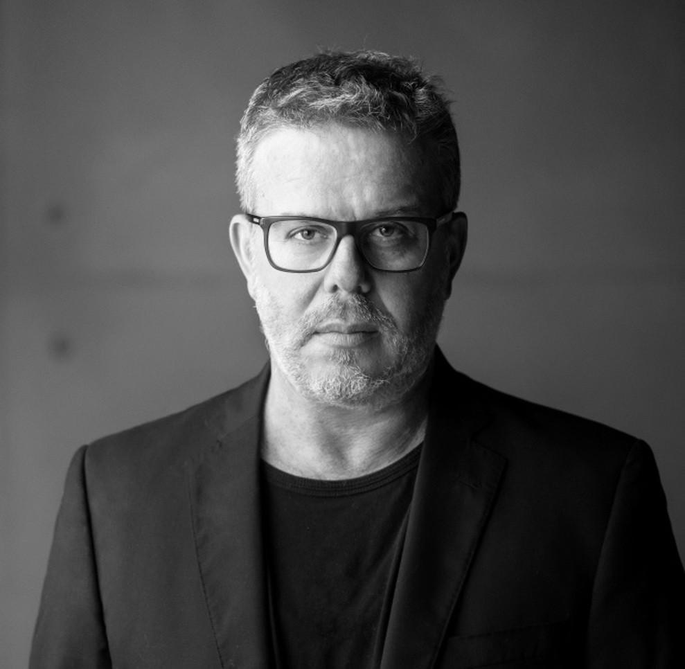 O designer e artista plástico Ronald Sasson (Foto: Divulgação)