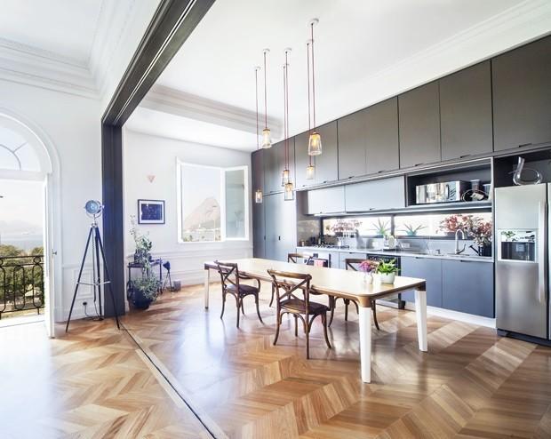Apartamentos antigos reformados: 14 projetos que renovaram a planta sem perder o charme (Foto: reprodução)