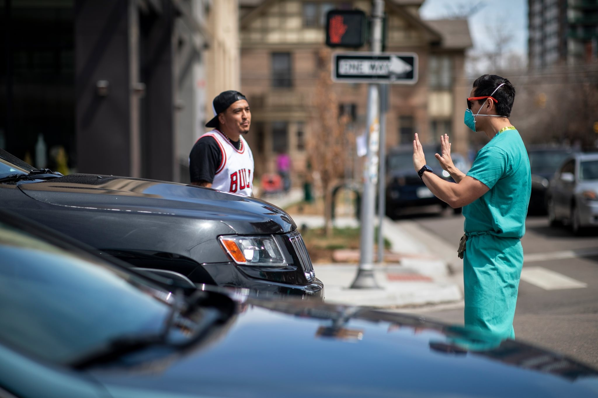 Profissional da saúde pedindo respeito (Foto: Alysson McClaran)