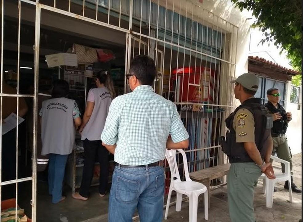 Fiscalização em estabelecimentos de  Petrolina (Foto: Divulgação/ Vigilância Sanitária)