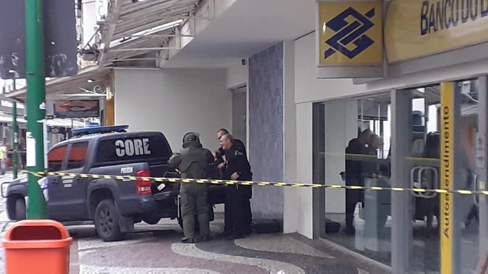 Equipe do Core vai ao local para checar se ainda há explosivos — Foto: Reprodução/Redes sociais