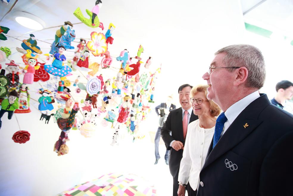 Thomas Bach, presidente do COI, em visita à Coreia do Sul, que receberá os Jogos de Inverno em 2018 (Foto: Divulgação/PyeongChang)