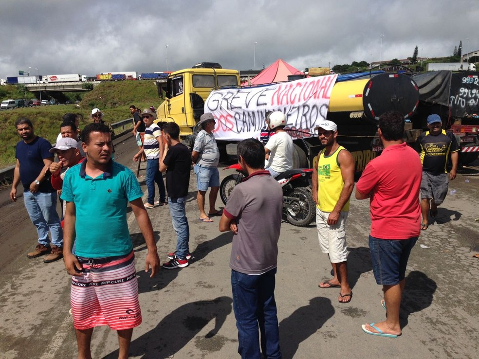 Manifestação entra no 8º dia consecutivo (Foto: Rodrigo Miranda/G1)