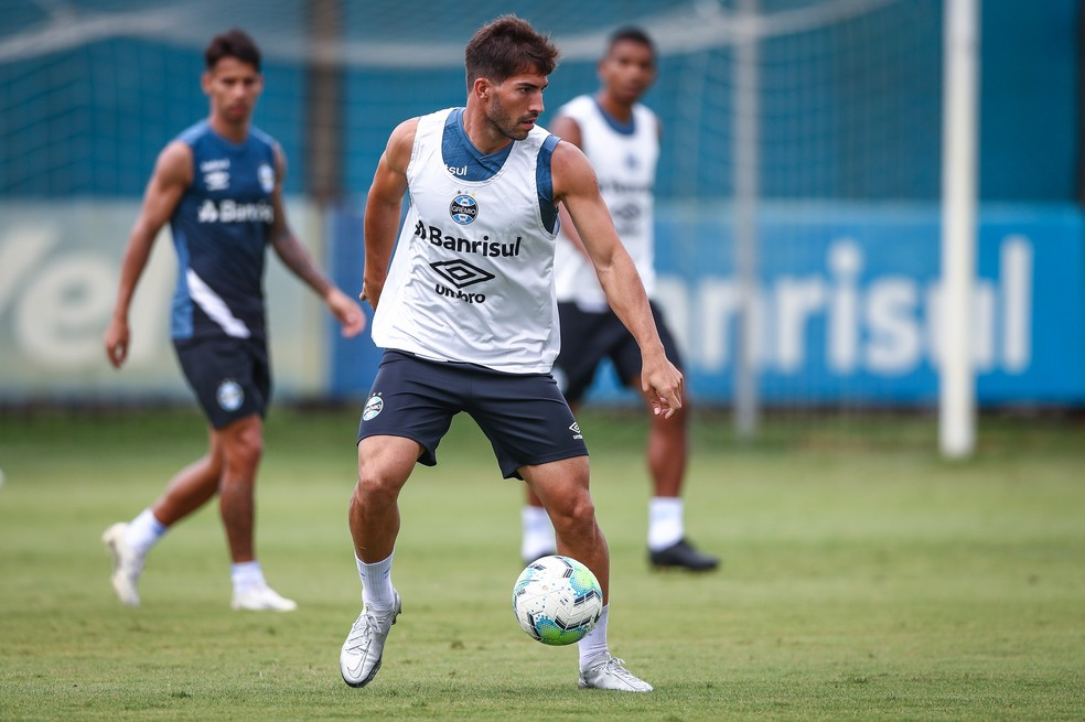 Lucas Silva em treino do Grêmio — Foto: Lucas Uebel/Grêmio