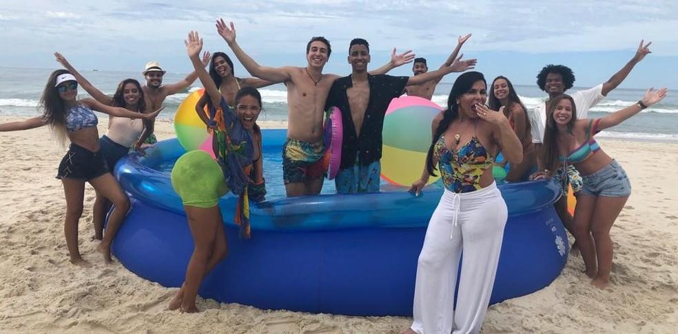 Gravação do clipe de 'Piscininha, amor' — Foto: Divulgação