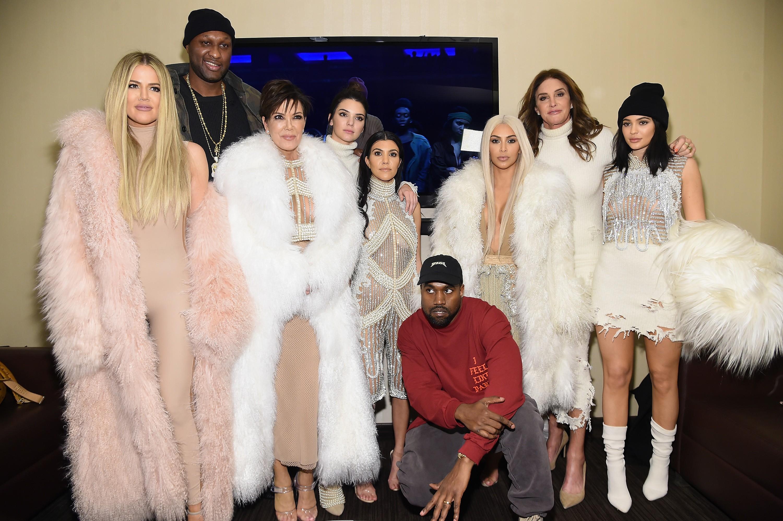 Kanye em meio aos Kardashians (Foto: Getty Images)