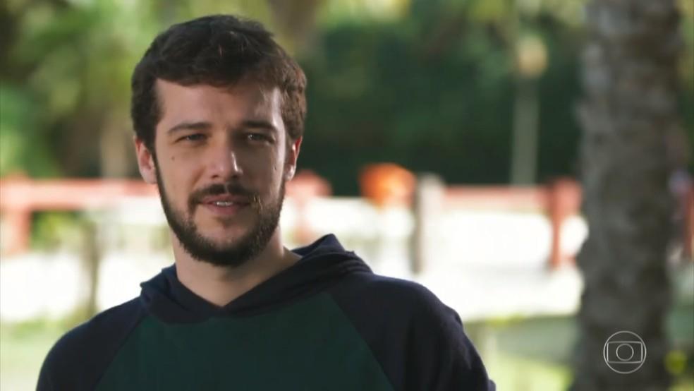 Giovanni (Jayme Matarazzo) esquece memórias ruins quando vê Camila (Agatha Moreira) - 'Haja Coração' — Foto: Globo