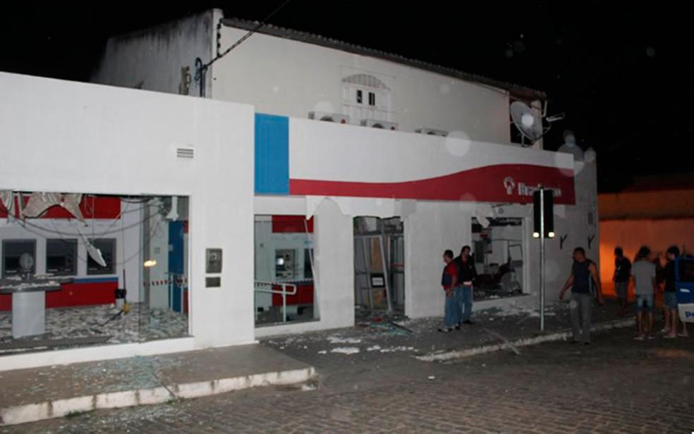 Agência bancária foi explodida em Monte Santo, na Bahia (Foto: MonteSanto.net)