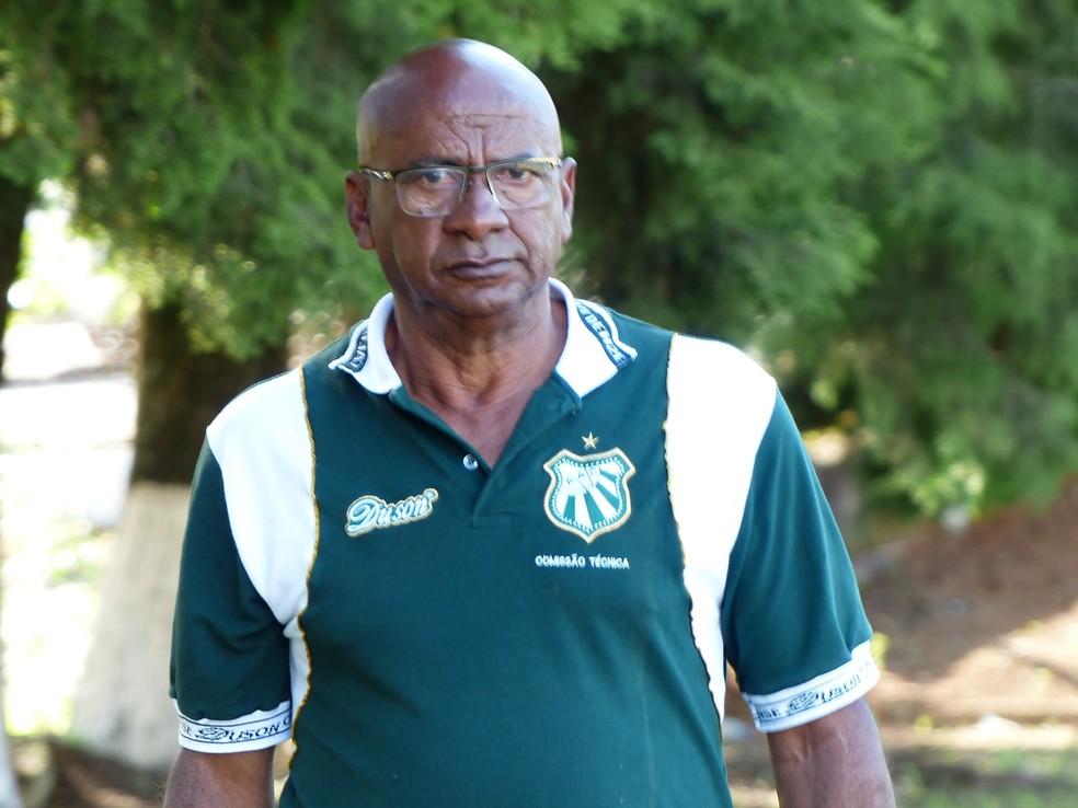 Gerente de futebol, Zezito, assume equipe interinamente por pelo menos duas rodadas — Foto: Renan Muniz / Caldense
