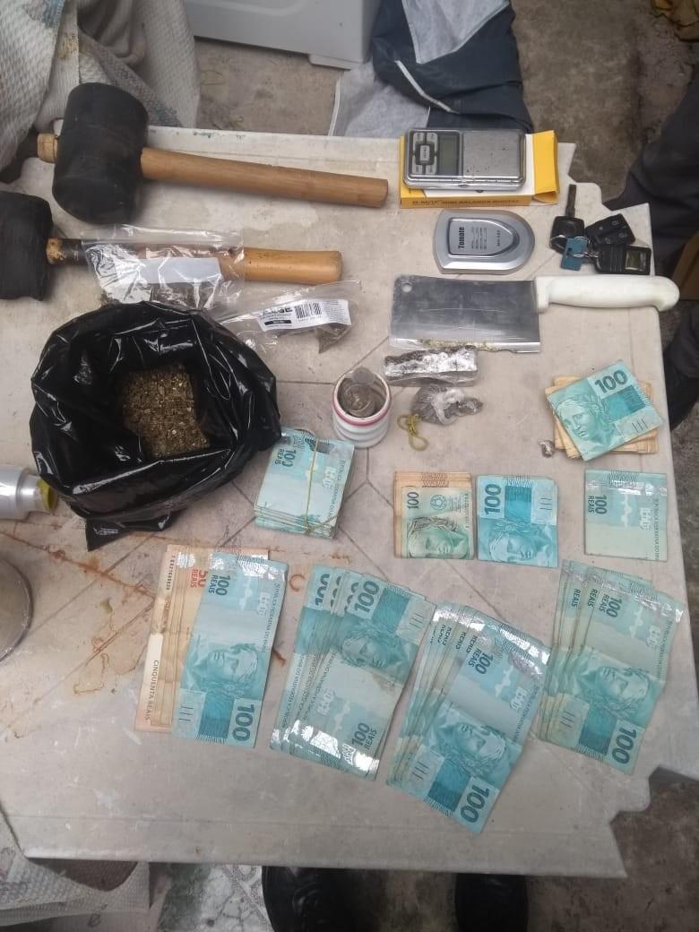 Homem é preso ao ser flagrado com mais de R$ 21 mil e drogas em Cabreúva