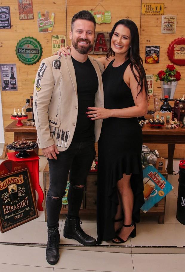 Marlon e a mulher,  Letícia Oliveira (Foto: Thiago Duran/AgNews)