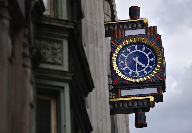 Relógio na Fleet Street, em Londres, Inglaterra (Foto:  Carl Court/Getty Images)